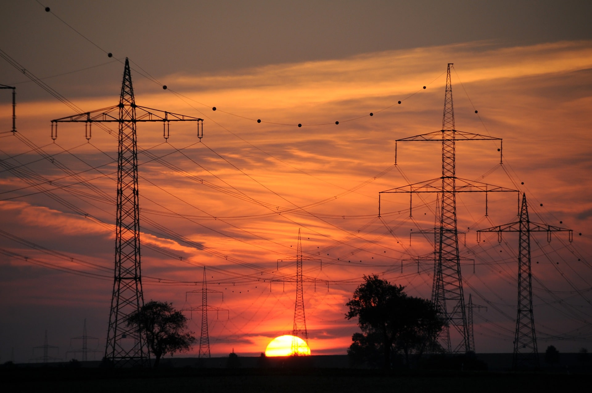 power electric/ essay This course is an introductory subject in the field of electric power systems and electrical to mechanical energy conversion electric power has become increasingly important as a way of transmitting and transforming energy in industrial, military and transportation uses.